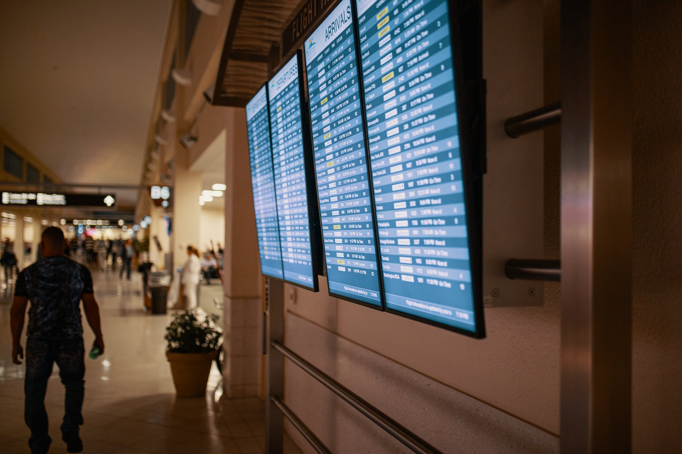 airport-screen