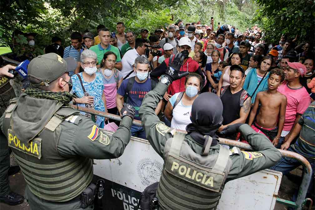 500 Venezuelans in Colombia Tried to Cross the Border by Force to Return to Their Country