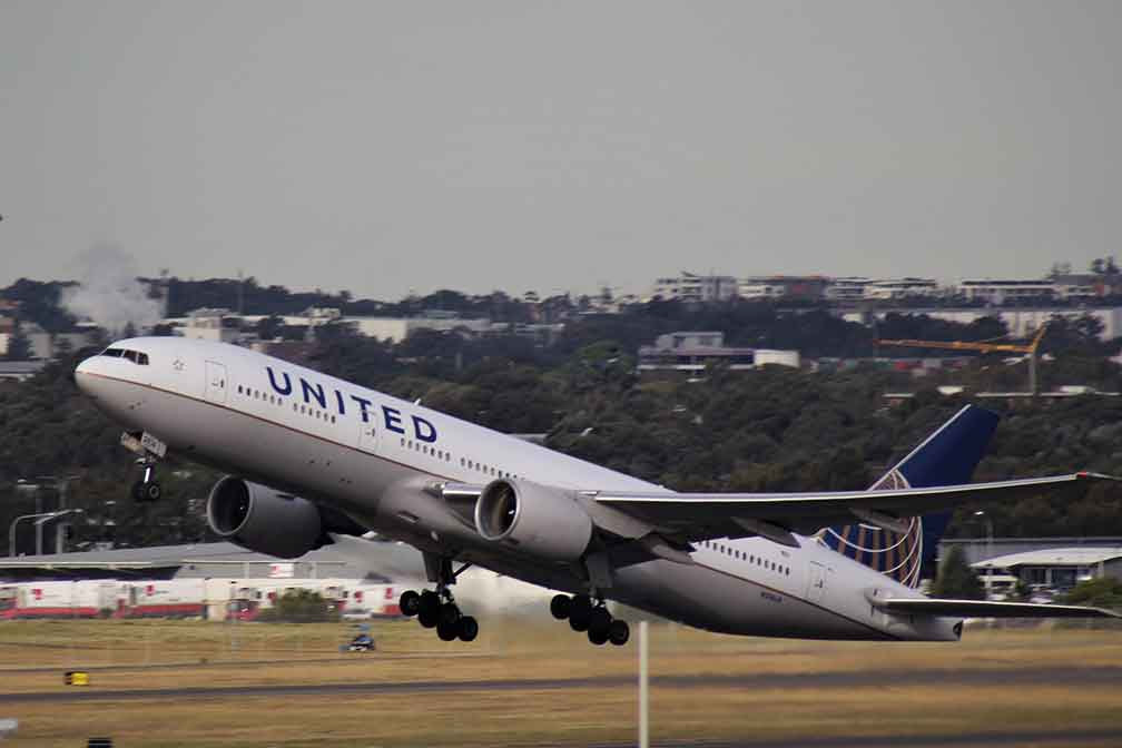United Airlines to Award Millions of Miles To Healthcare Workers