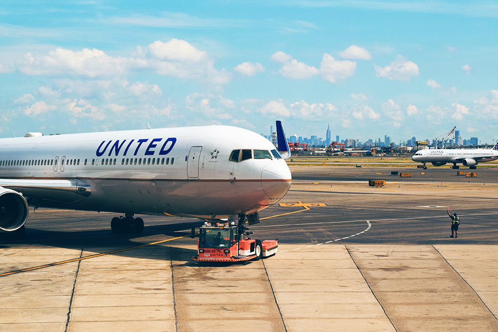 United Airlines fires hundreds of unvaccinated employees